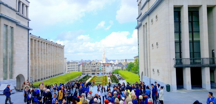 Tourists from the Garden of Mont des Arts