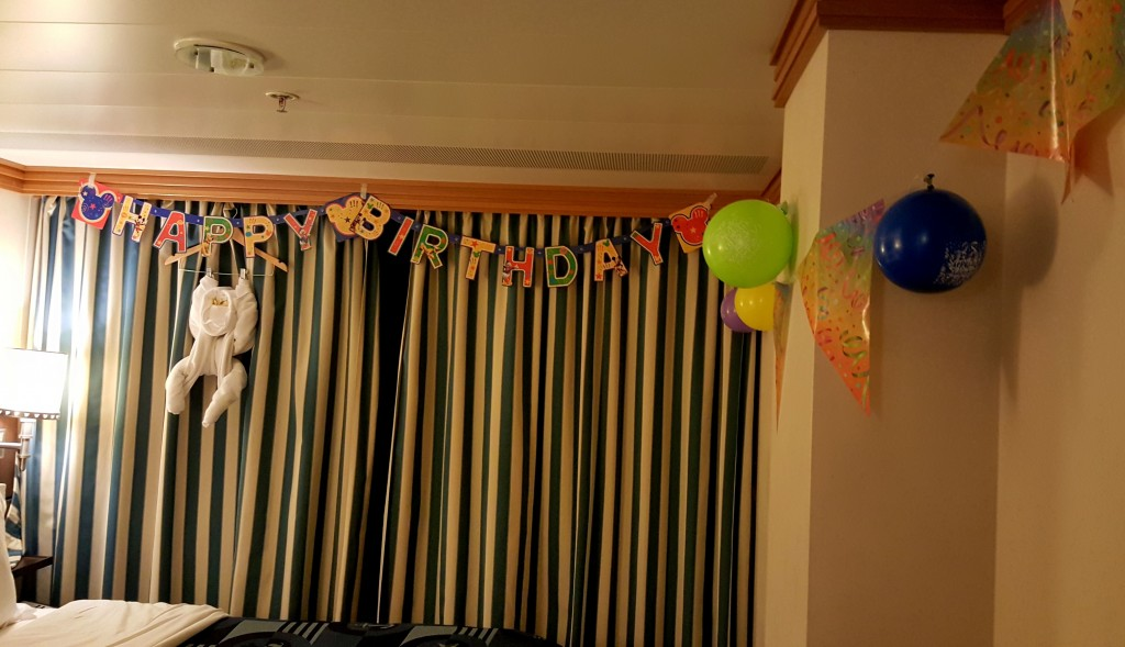 They decorated the room for my boy's special day:)