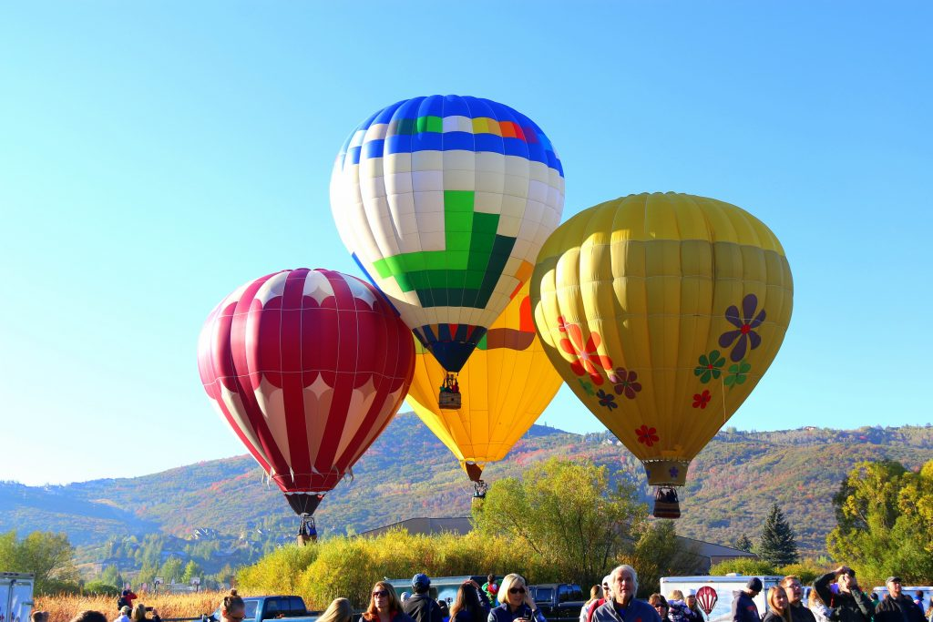 So fascinating... balloons landing almost at the same time:)
